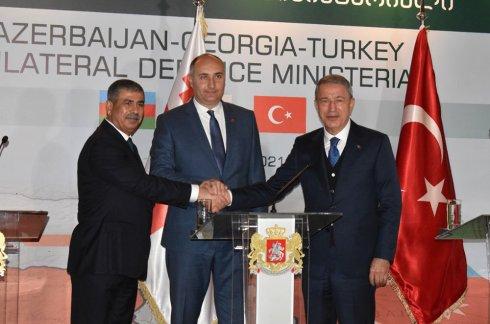 Azərbaycan, Gürcüstan və Türkiyə Müdafiə nazirlərinin mətbuat konfransı keçirilib